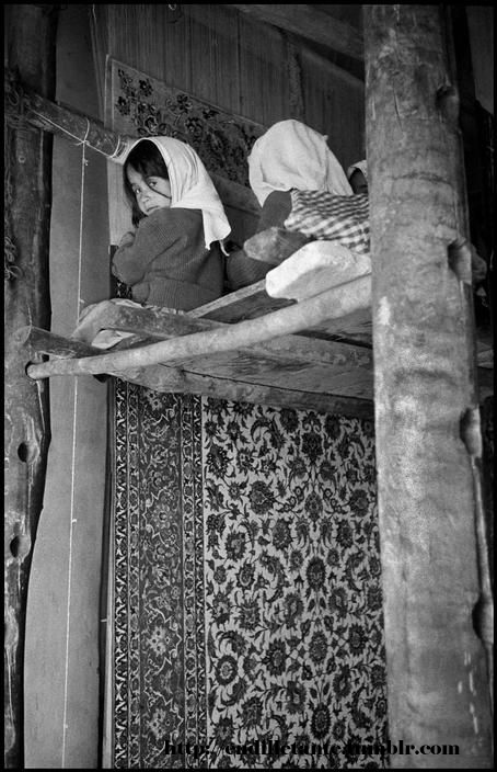 Small children weaving