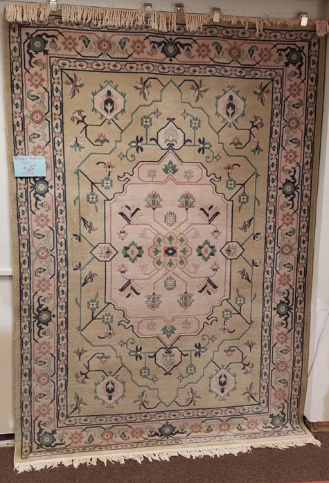 Machine Made Wool Rug for Sale