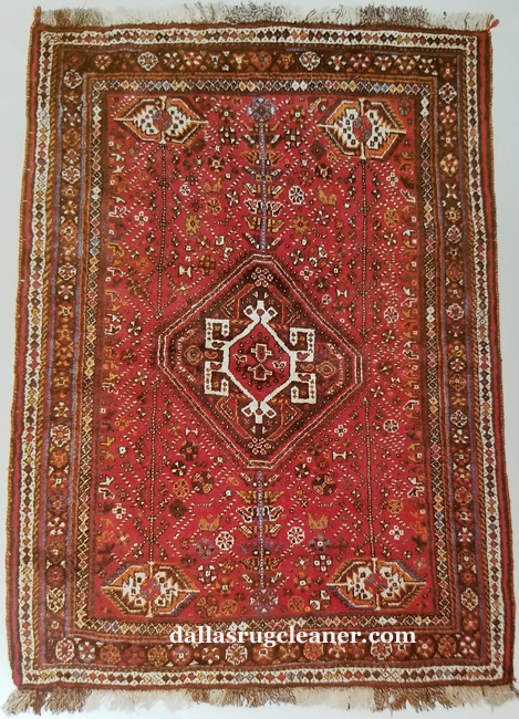 Shiraz Oriental Rug- Large Pole Medallion in Center of Field